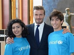 Junior Noor Samee (left) with UNICEF Goodwill Ambassador David Beckham. (Getty Images)